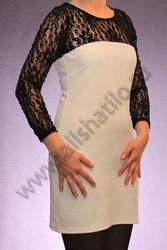 Платье с кружевными рукавам